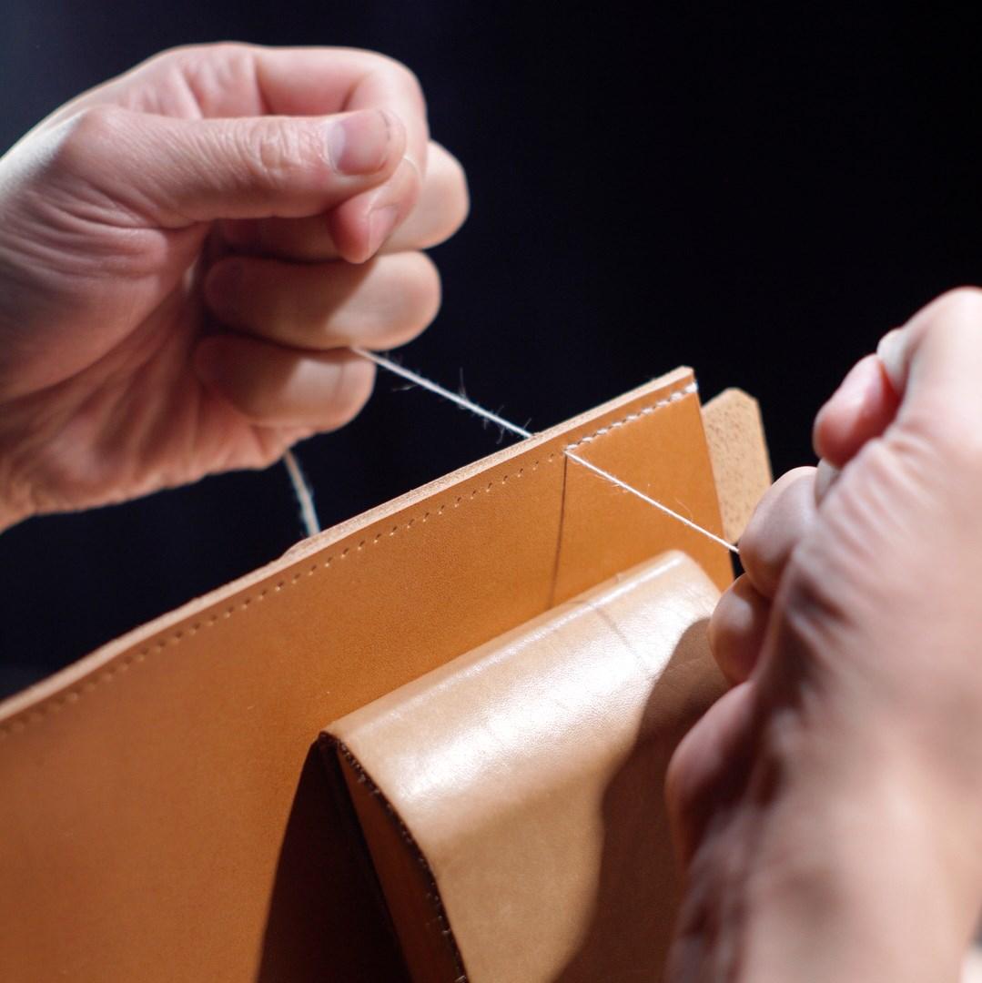 ヌメ革の耳つき肩かけカバンをつくる―手縫い編―