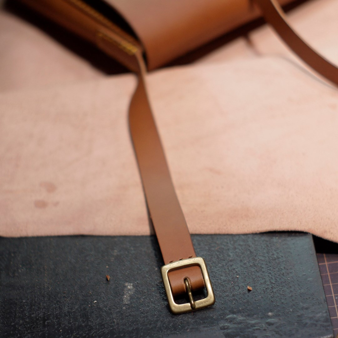 kumosha hand stitched leather shoulder bag Peter in Alps