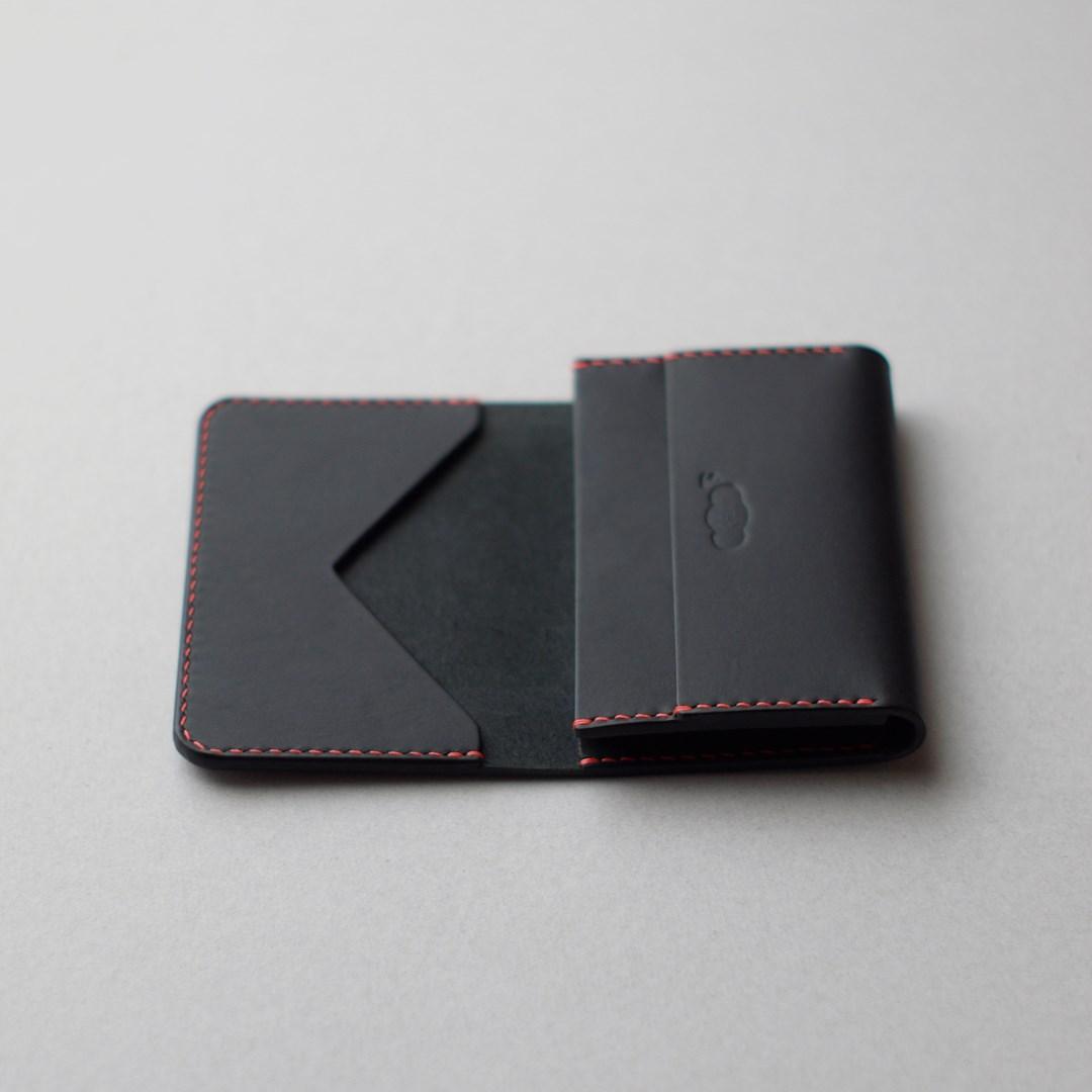 黒革のカードケース3型が完成しました