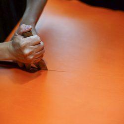 オレンジ色の手縫いトートバッグ2型をつくる(裁断)