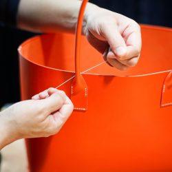 オレンジ色の手縫いトートバッグ2型をつくる(仕上げ)