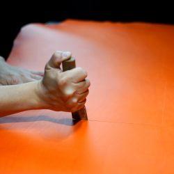 オレンジ色のトートバッグ2型の制作再び(裁断)