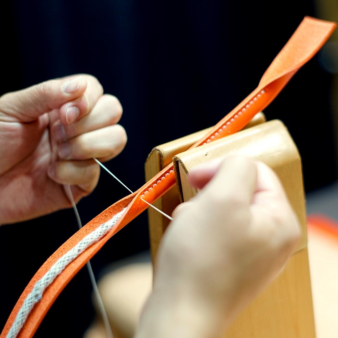 オレンジ色の手縫いトートバッグ2型をつくる(持手)
