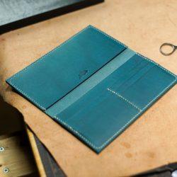 青い手縫いの長財布1型とコインケース2型をつくる