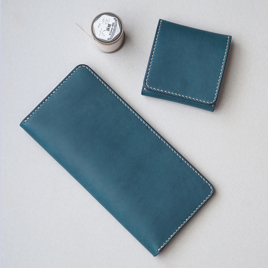 青い手縫いの長財布1型とコインケース2型が完成しました