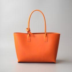 オレンジ色のトートバッグ2型の撮影と青ひげ改の制作