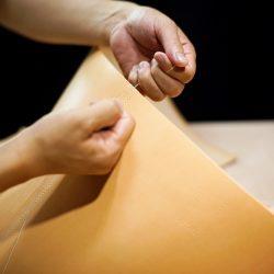 生成りの手縫いトートバッグ2型をつくる(内ポケットと本体の手縫い)