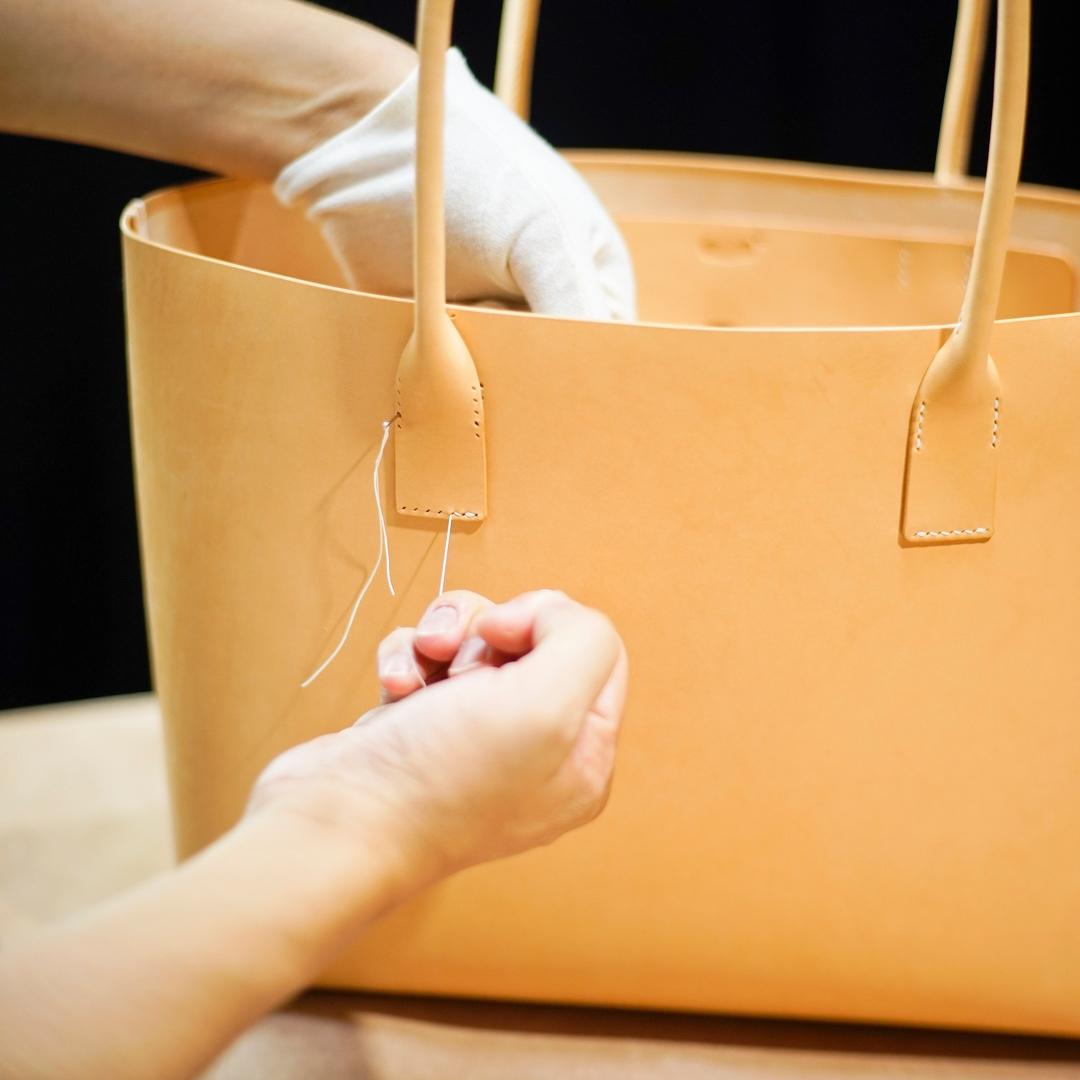 生成りの手縫いトートバッグ2型をつくる(本体の縫つけとパーツの組上げ)