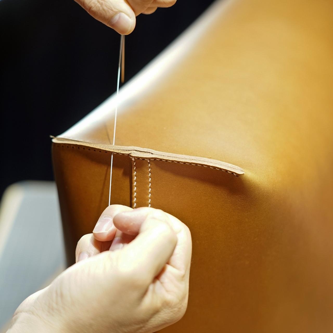 キャメルのトートバッグ2型特注サイズをつくる(本体の手縫い)