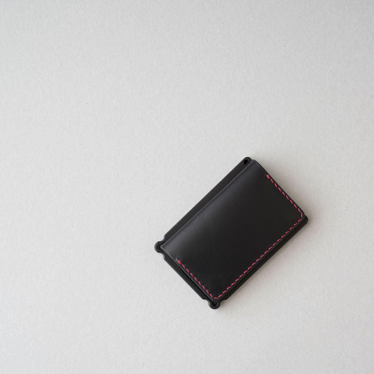 黒革赤ステッチのミニマリスト財布1型をつくる